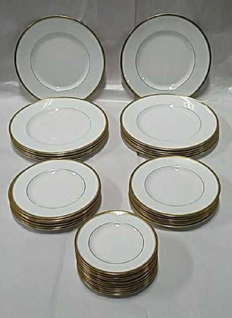 ROYAL WORCESTER PORCELAIN PLATE GROUPING