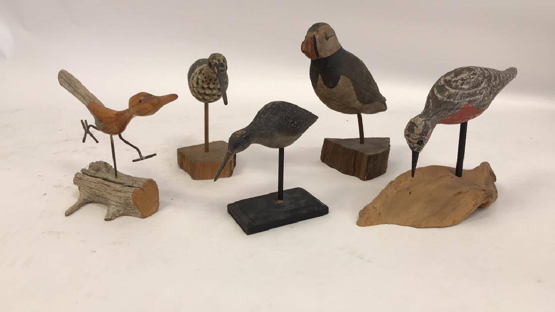 GROUPING OF CARVED WOODEN BIRDS