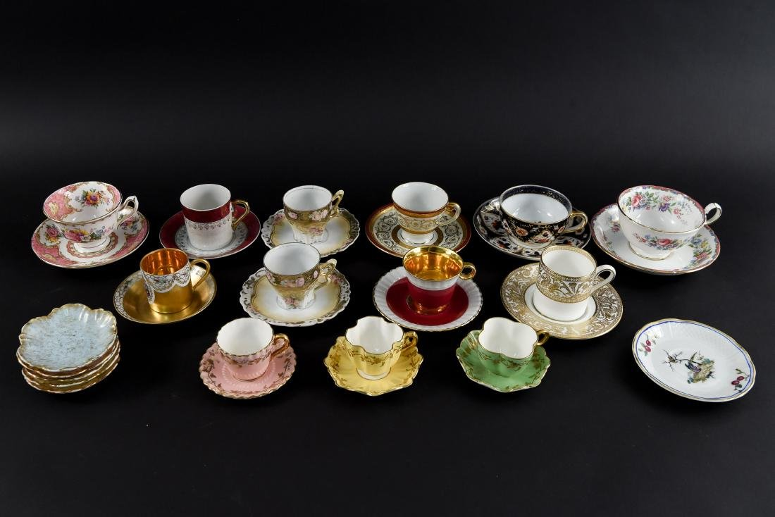 GROUPING OF PORCELAIN TEA CUPS AND SAUCERS