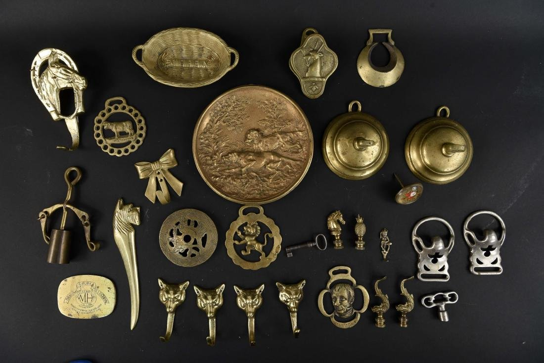 GROUPING OF BRASS ACCESSORIES