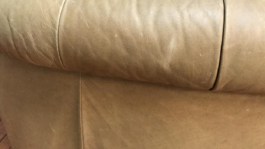 LEATHER BUTTON TUFTED CURVED BACK SETTEE - 13