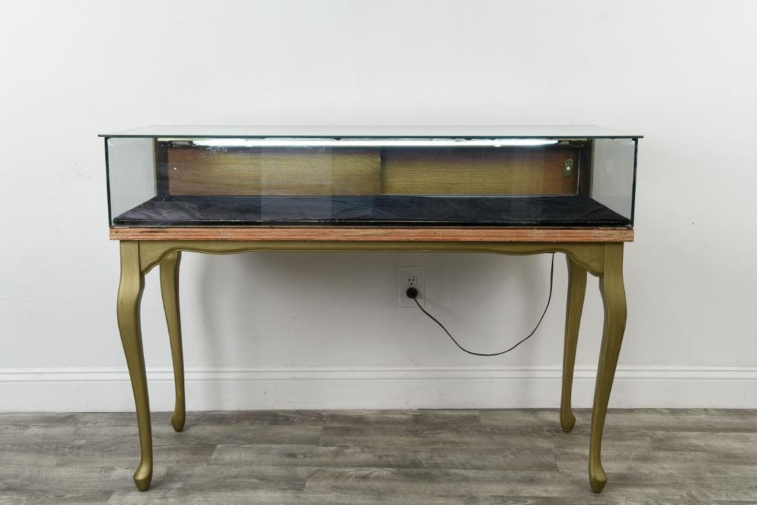 ILLUMINATED GLASS DISPLAY CASE TABLE