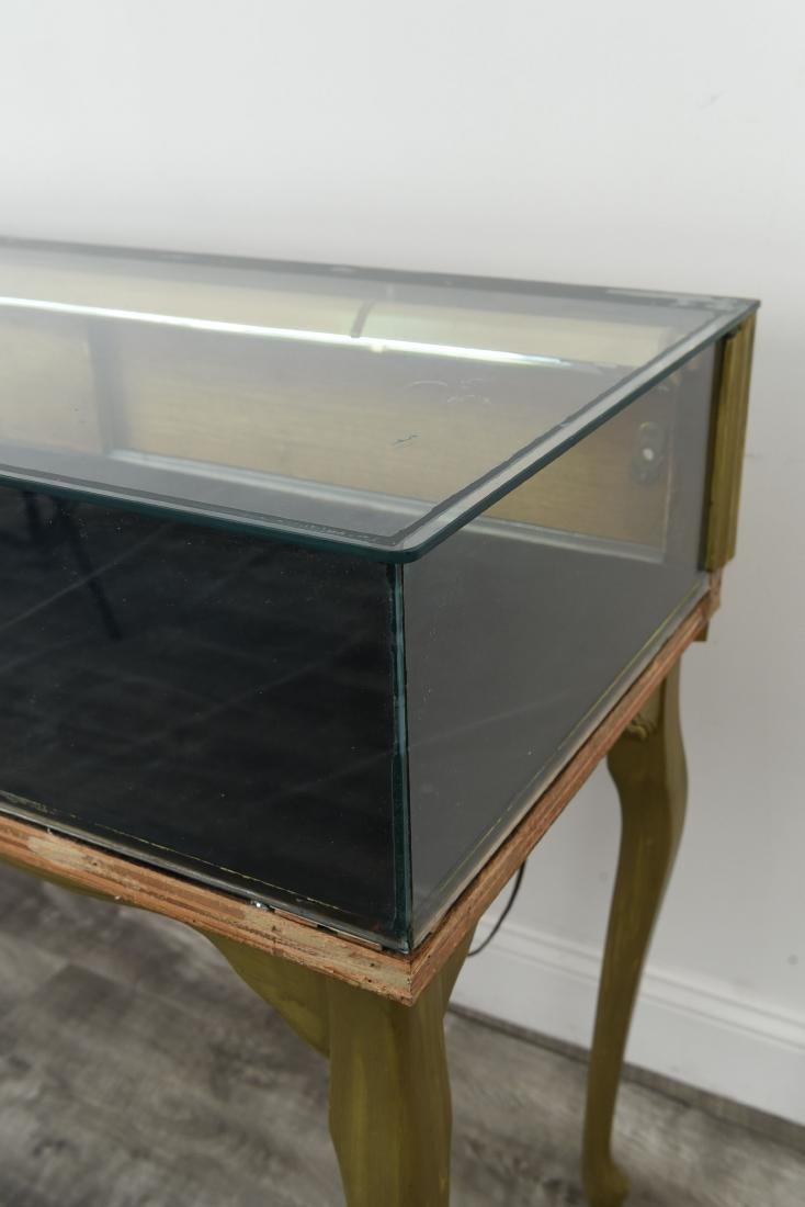 ILLUMINATED GLASS DISPLAY CASE TABLE - 6