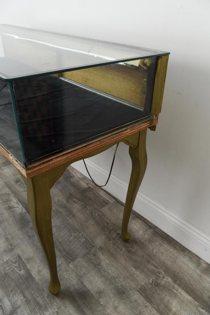 ILLUMINATED GLASS DISPLAY CASE TABLE - 7