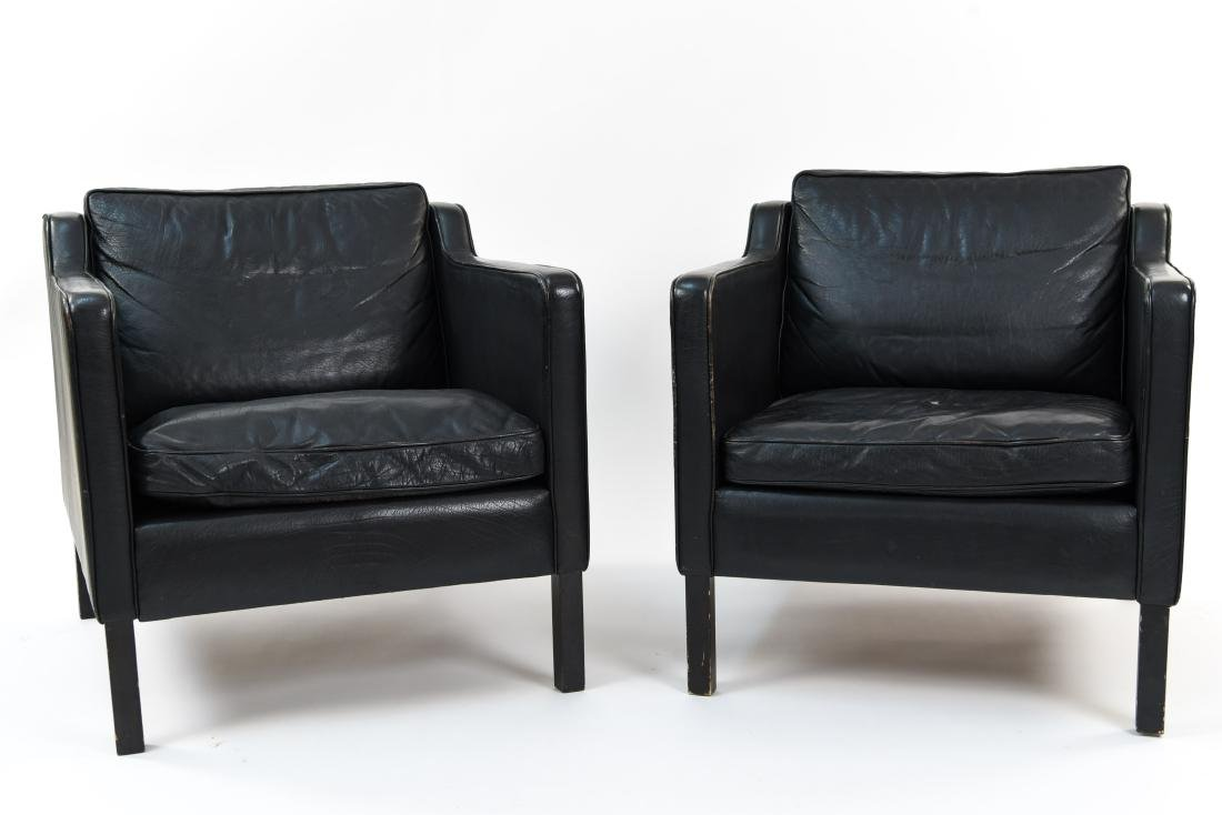 PAIR OF BLACK LEATHER STOUBY LOUNGE CHAIRS