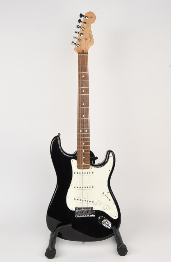 FENDER STRATOCASTER ELECTRIC GUITAR MADE IN USA