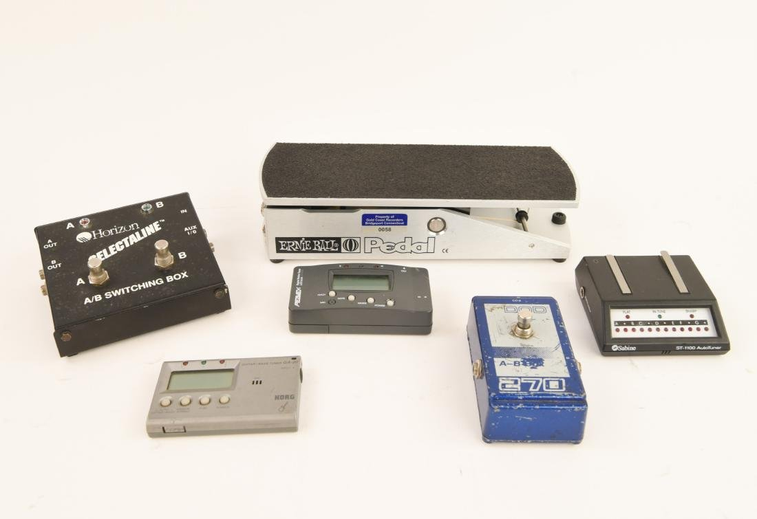 GROUPING OF ELECTRIC GUITAR ACCESSORIES