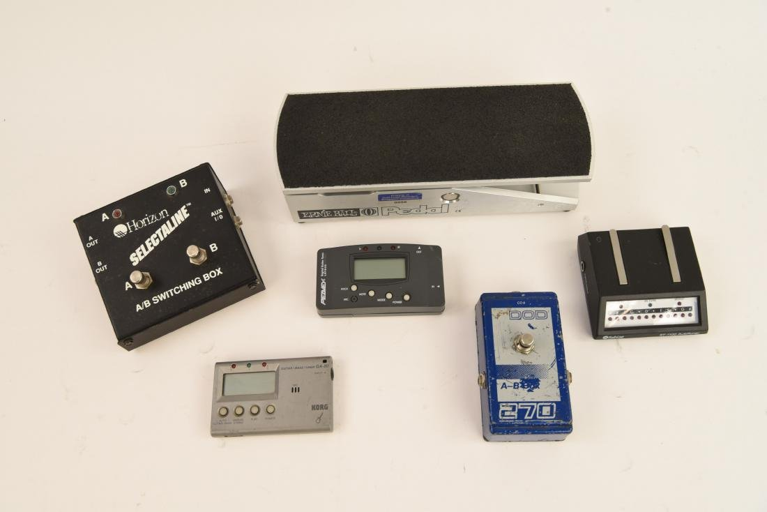GROUPING OF ELECTRIC GUITAR ACCESSORIES - 8