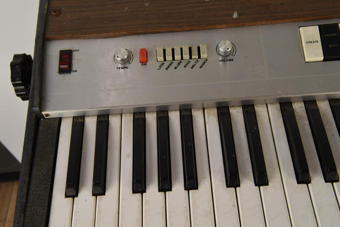 GALANTI MODEL CLIPPER R6 VINTAGE ORGAN - 3