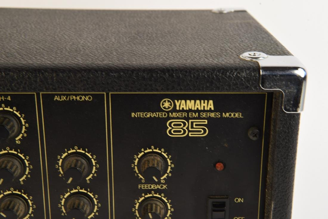 YAHMAHA EM85 MIXER PREAMP WITH ANALOG DELAY - 3