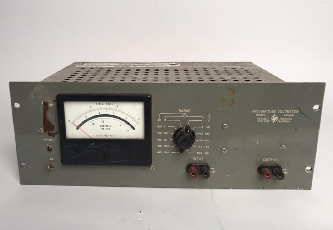 HP VACUUM TUBE VOLTMETER MODEL 400HR