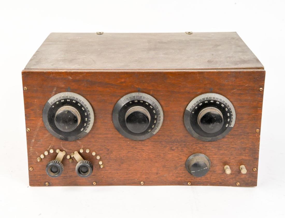 EARLY TUBE RADIO