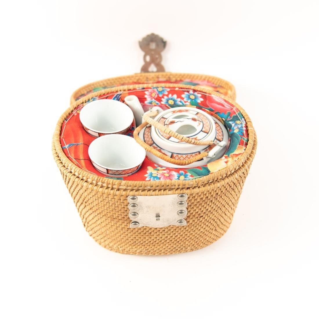 JAPANESE PORCELAIN TEAPOT & CUPS - 2