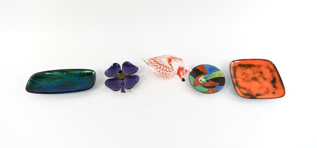 MID-CENTURY ENAMEL AND GLASS GROUPING