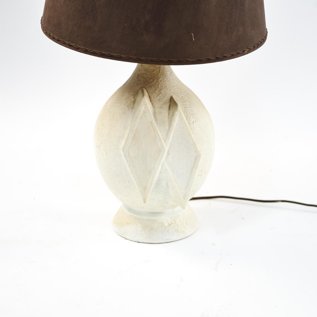 MID-CENTURY WHITE CERAMIC LAMP - 2