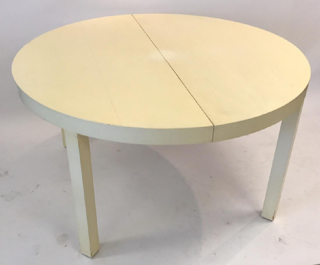 DIRECTIONAL LACQUERED ROUND DINING TABLE