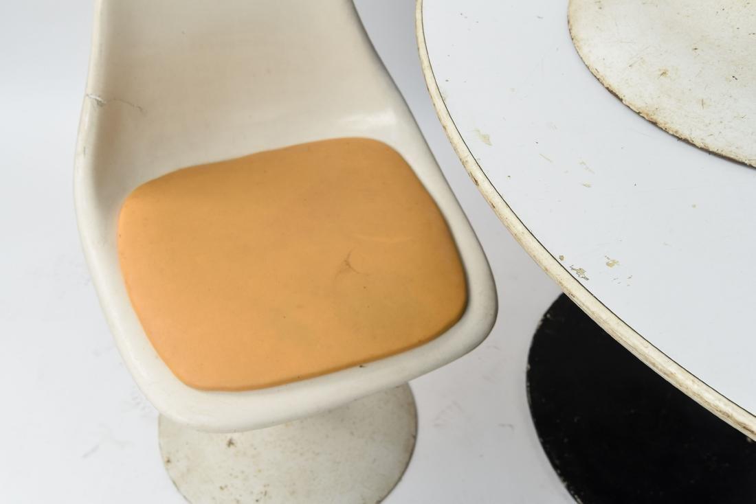 VINTAGE SAARINEN STYLE TULIP TABLE AND CHAIRS - 3