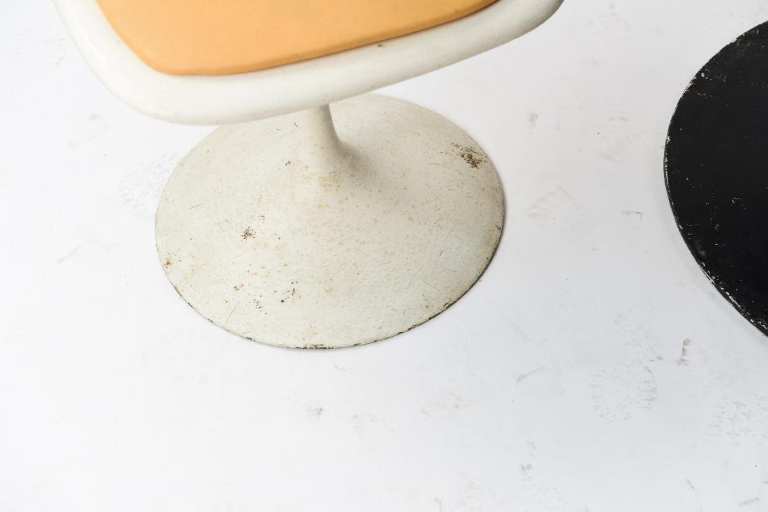 VINTAGE SAARINEN STYLE TULIP TABLE AND CHAIRS - 4