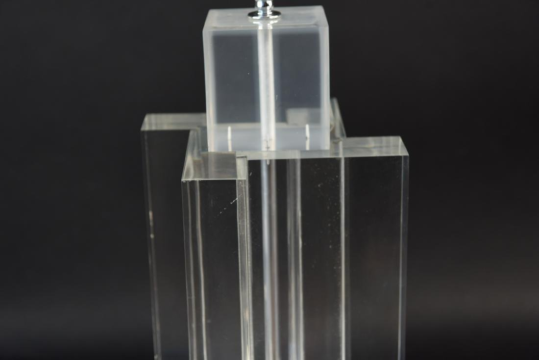 MID-CENTURY LUCITE TABLE LAMP - 3