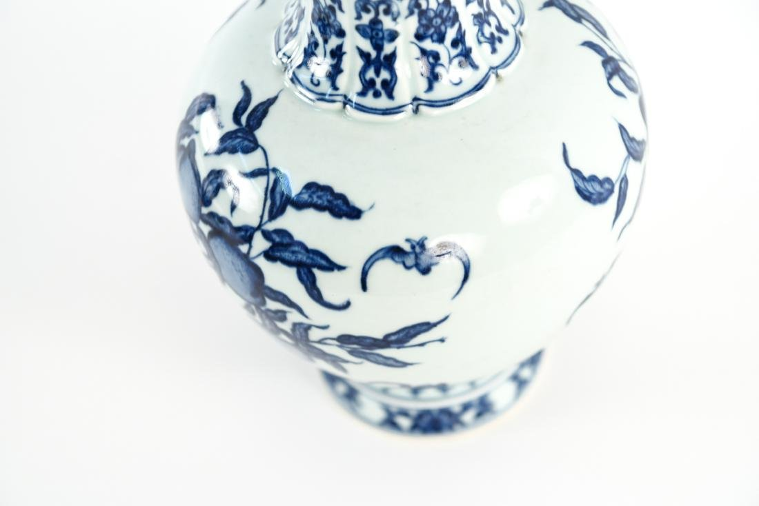 GROUPING OF CHINESE PORCELAIN / CERAMICS - 8