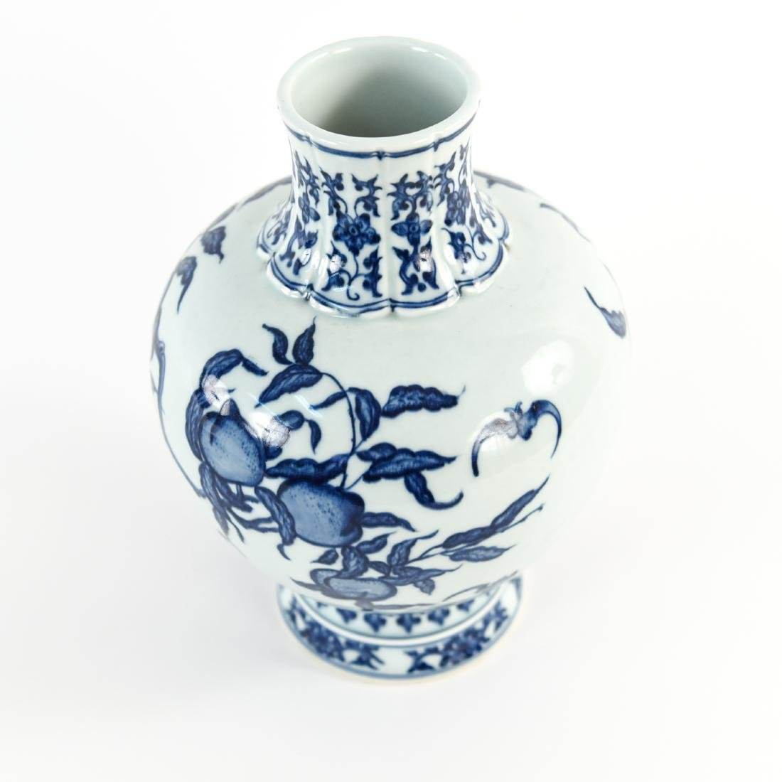 GROUPING OF CHINESE PORCELAIN / CERAMICS - 9