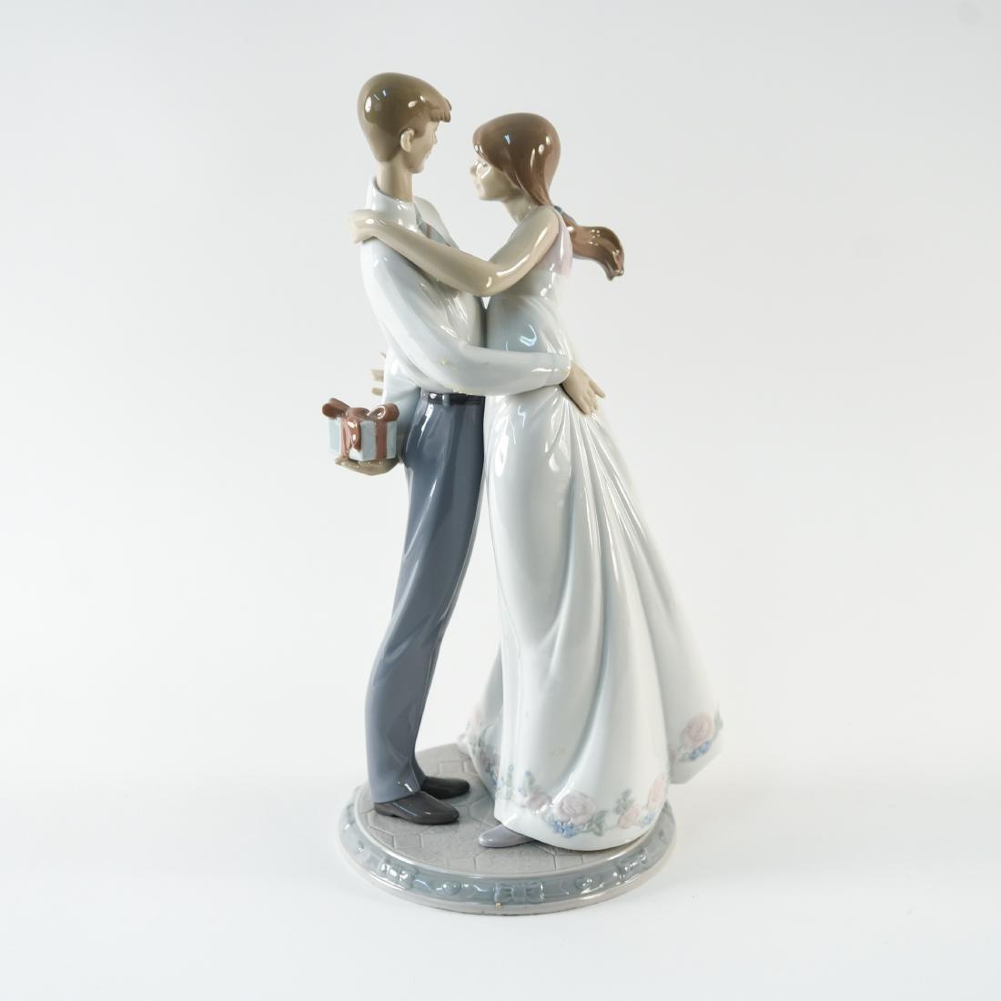 LLADRO PORCELAIN COUPLE STATUE - 4