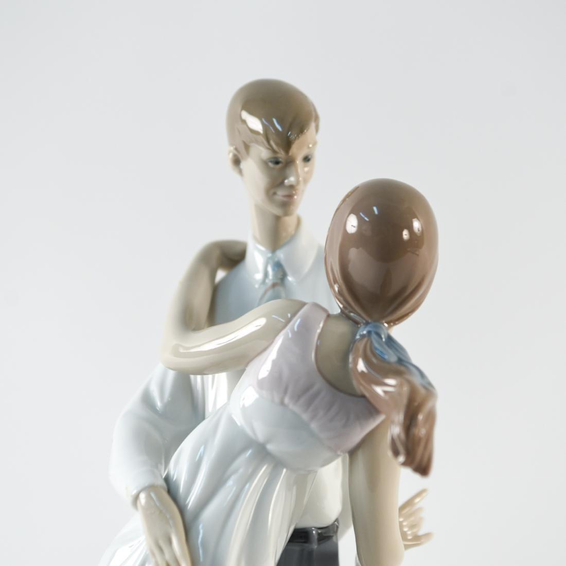 LLADRO PORCELAIN COUPLE STATUE - 6