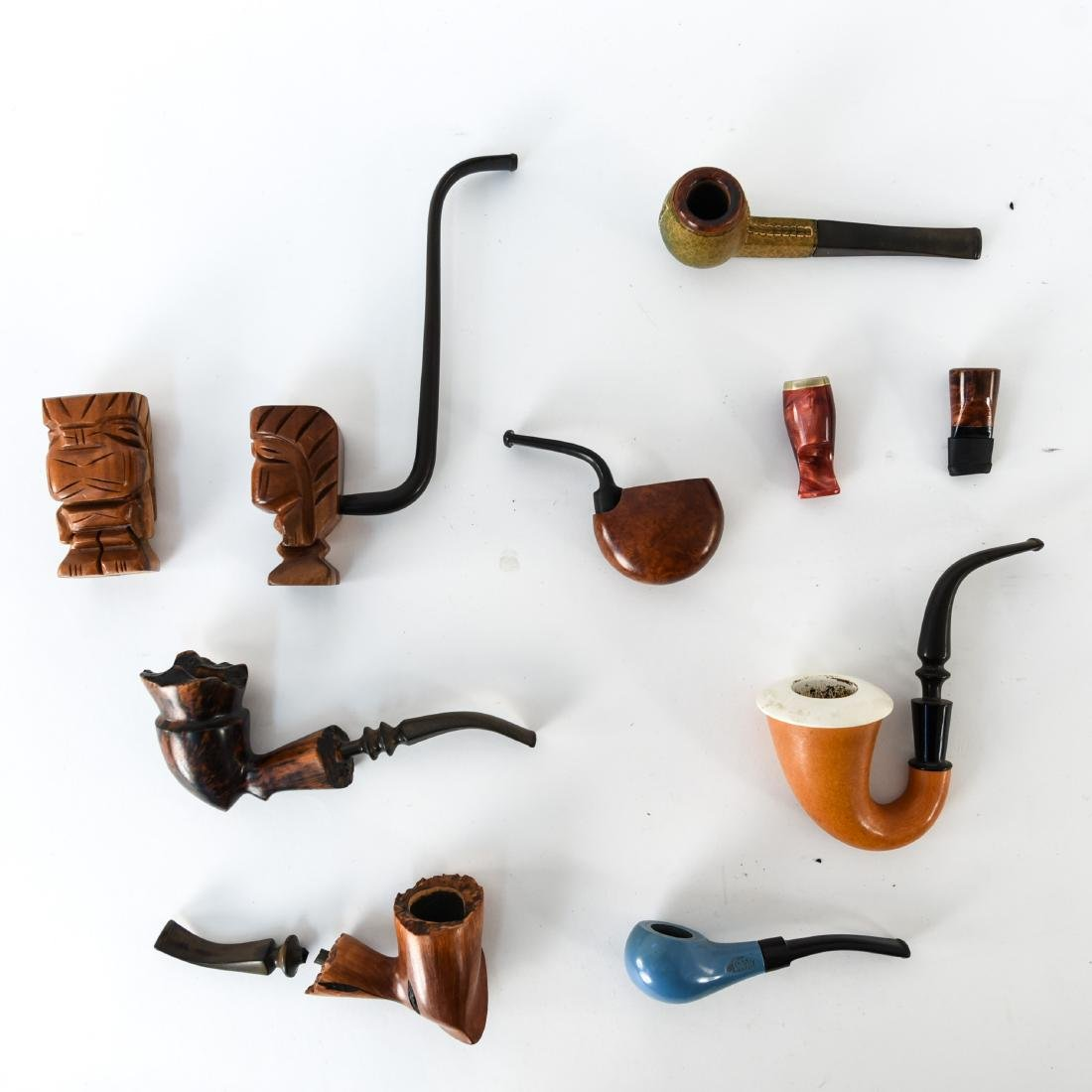 GROUPING OF MID-CENTURY SMOKING PIPES