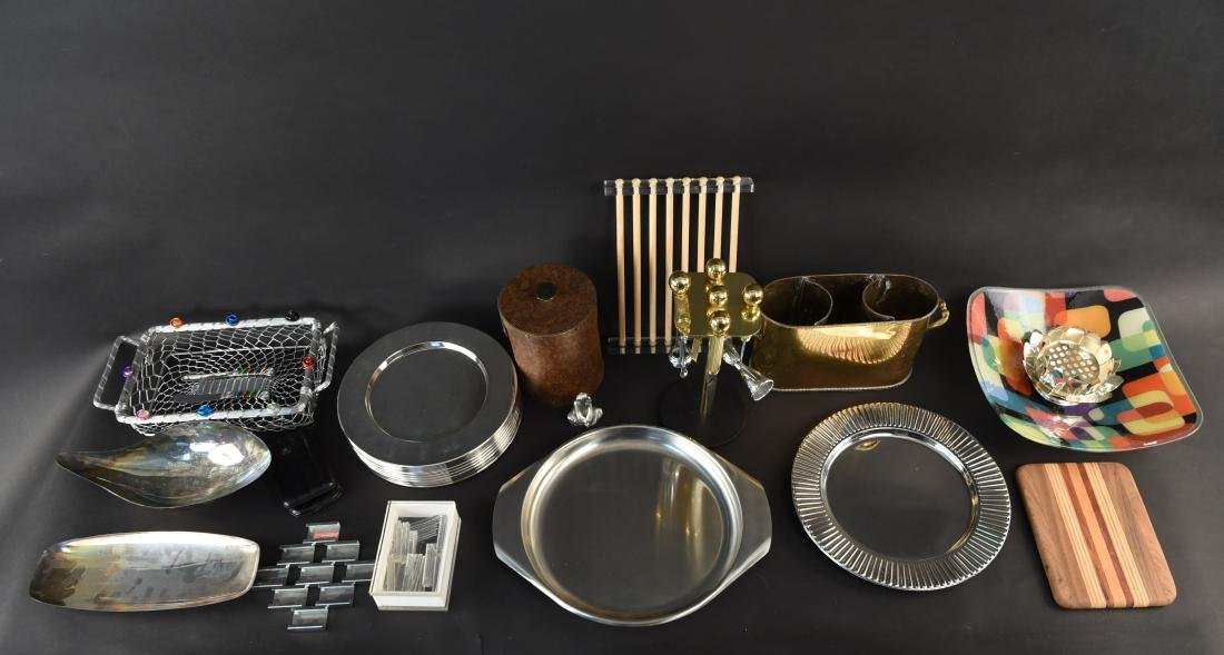 DECORATIVE BARWARE AND SERVING GROUPING