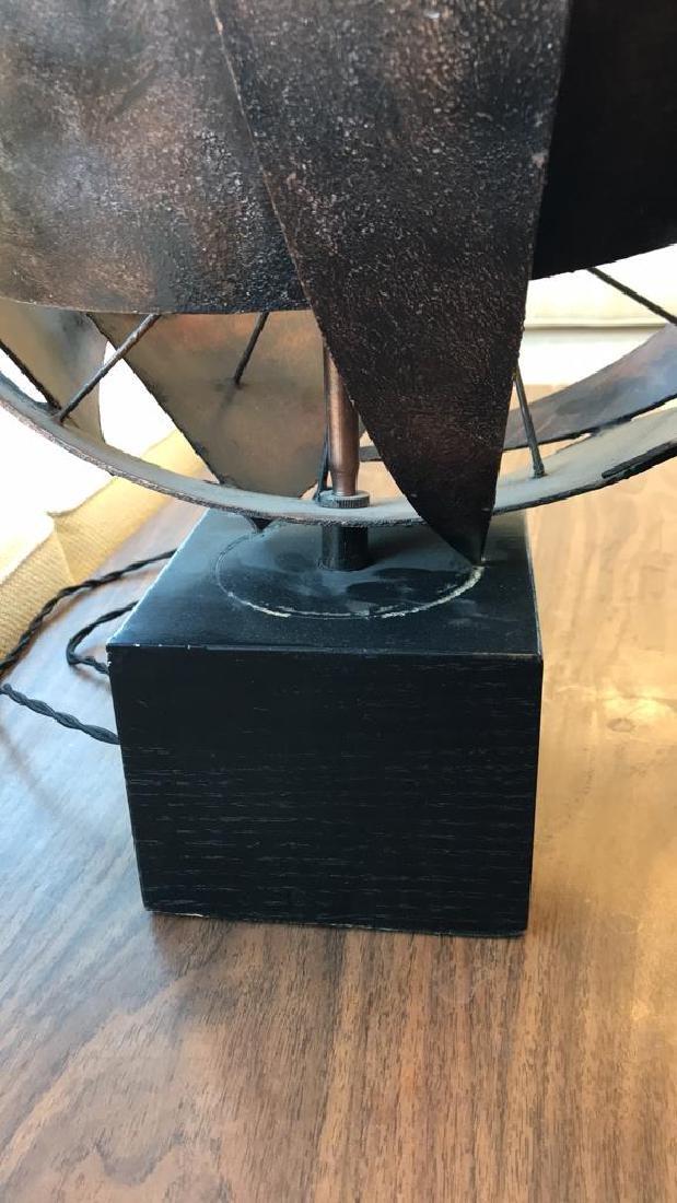1960S ITALIAN BRUTALIST METAL TABLE LAMP - 7