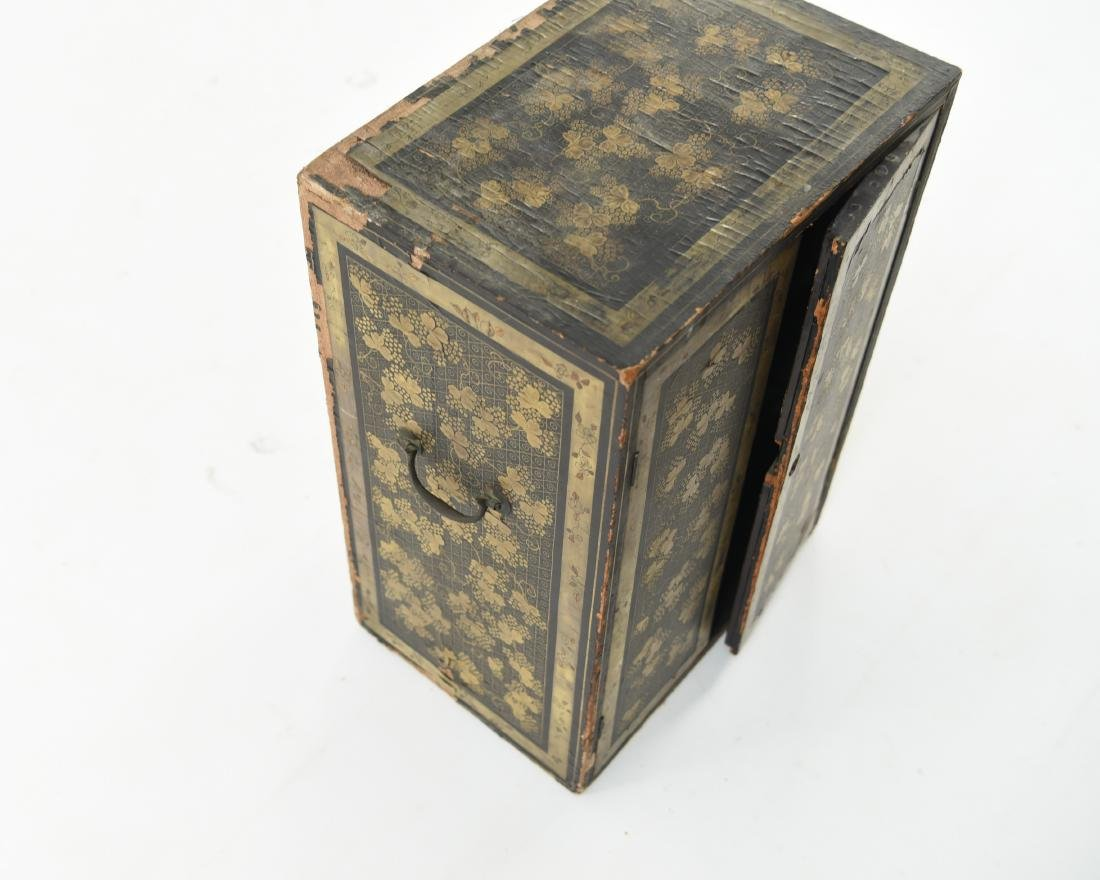 19TH C. JAPANESE LACQUERED BOX - 5