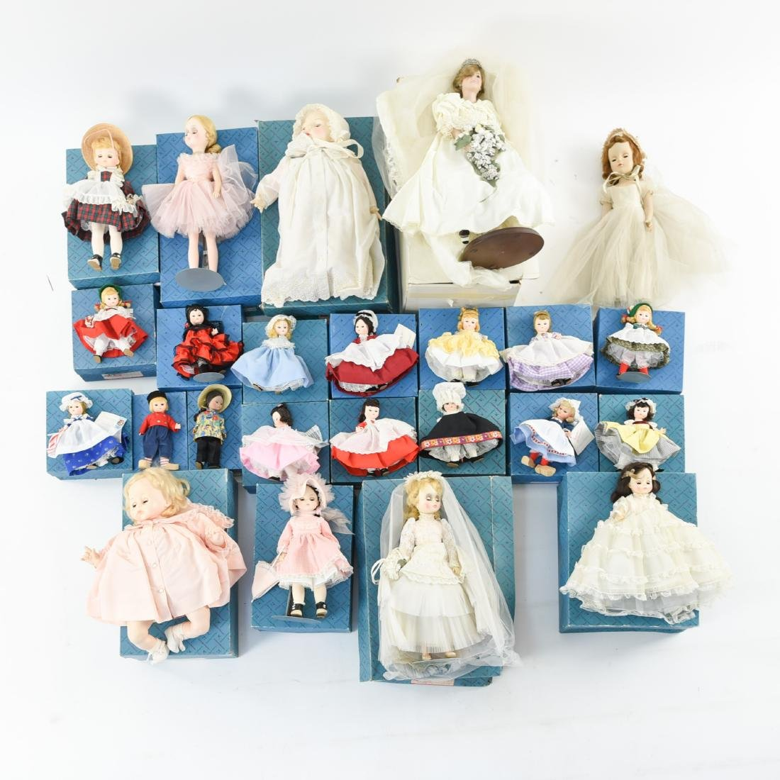 LARGE GROUPING OF MADAME ALEXANDER DOLLS