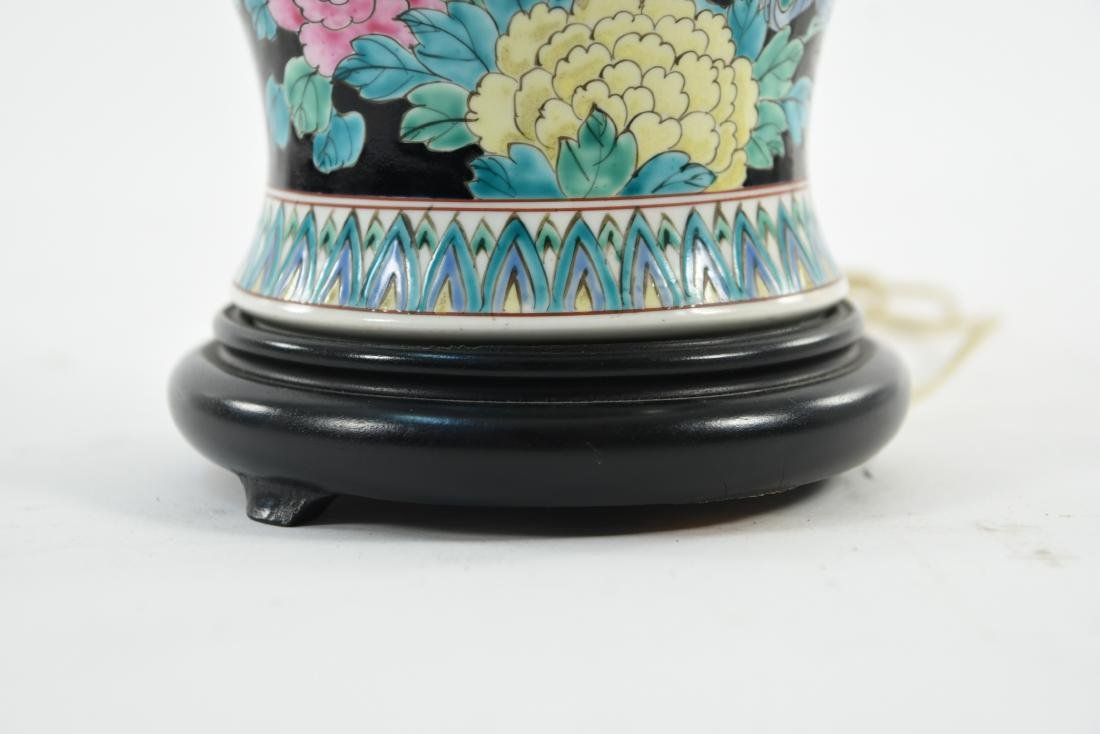 1950S CHINESE PORCELAIN LAMP - 7