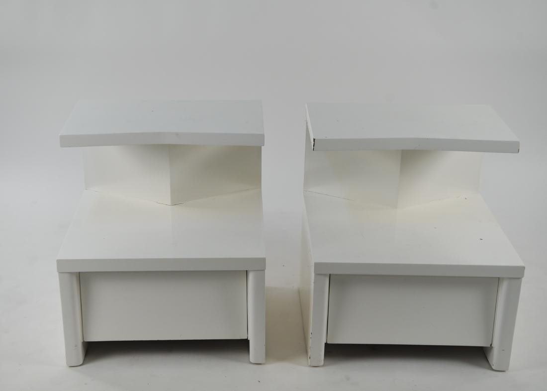 PAIR OF WHITE LACQUERED MID-CENTURY NIGHTSTANDS - 2