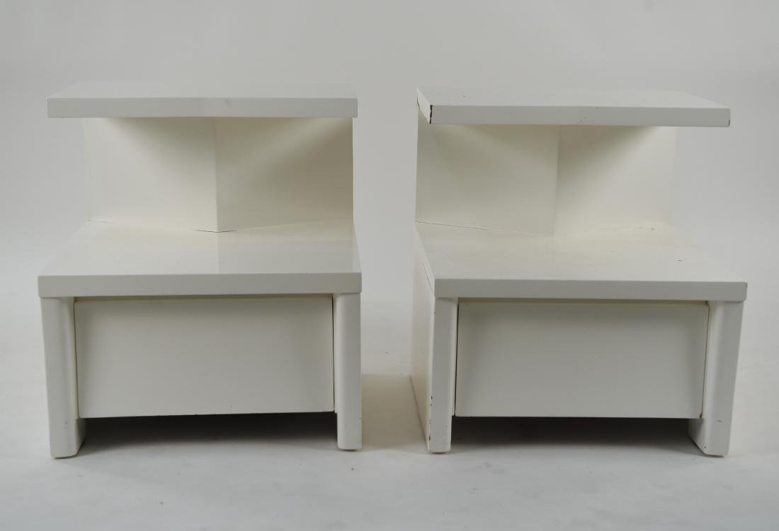 PAIR OF WHITE LACQUERED MID-CENTURY NIGHTSTANDS - 3