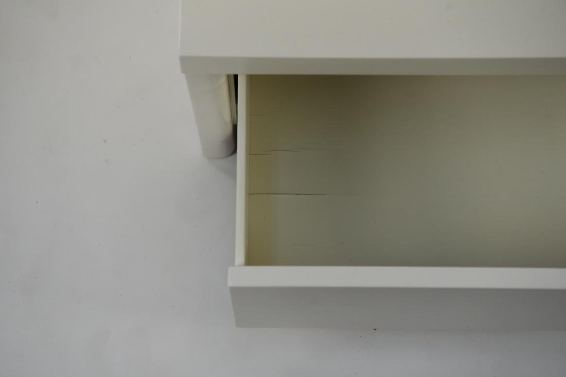 PAIR OF WHITE LACQUERED MID-CENTURY NIGHTSTANDS - 6
