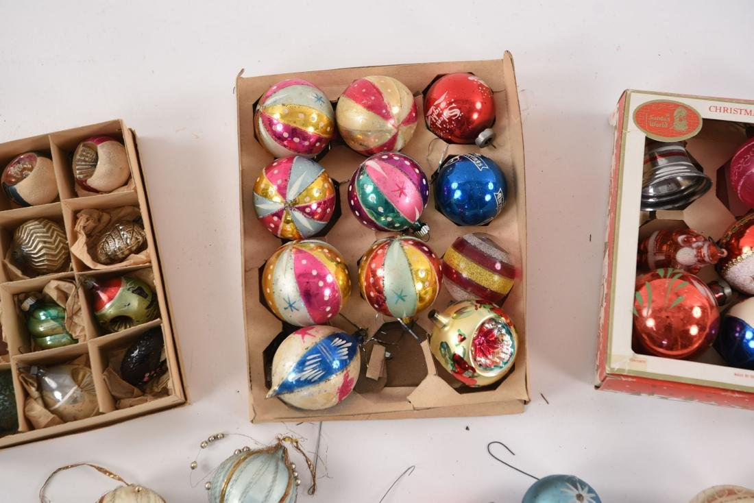 GROUPING OF VINTAGE CHRISTMAS ORNAMENTS - 3