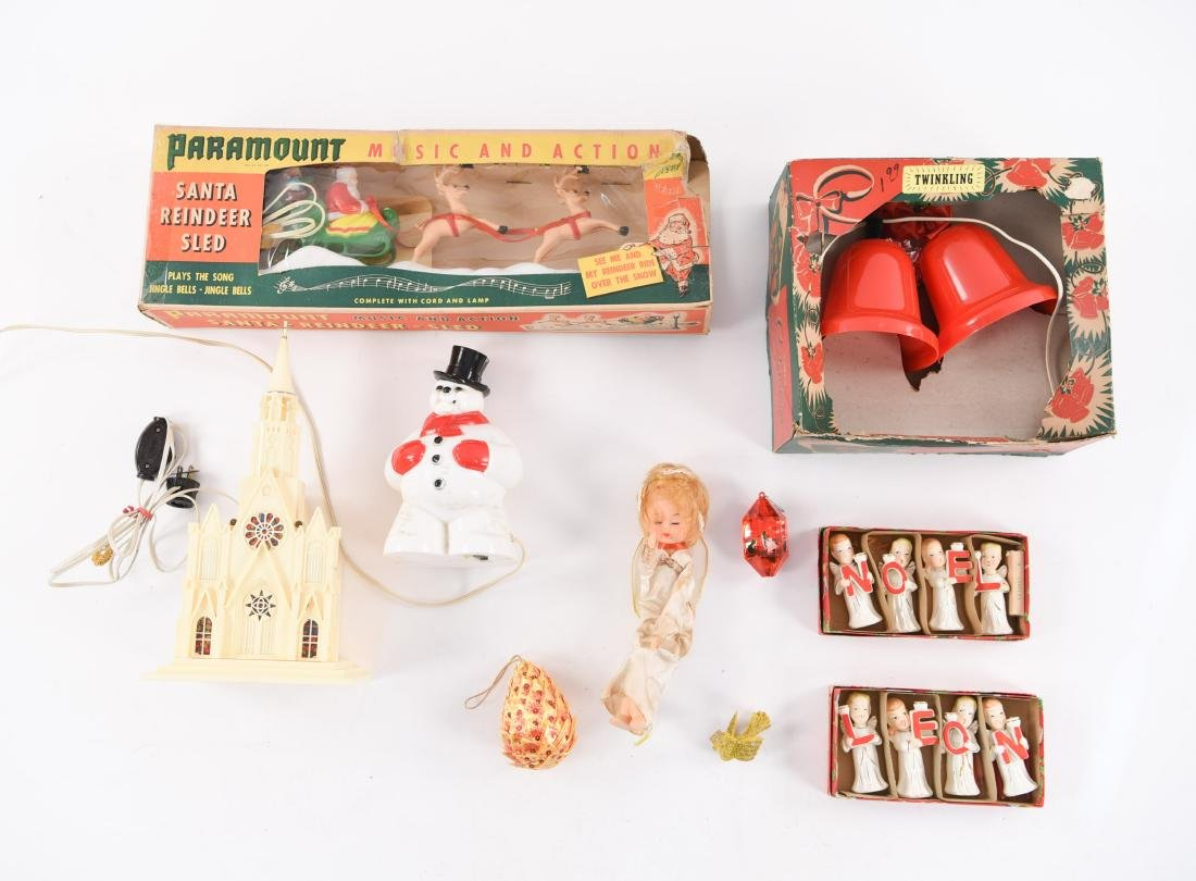 GROUPING OF VINTAGE CHRISTMAS DECORATIONS