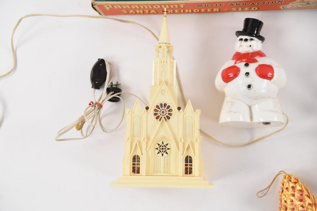 GROUPING OF VINTAGE CHRISTMAS DECORATIONS - 5