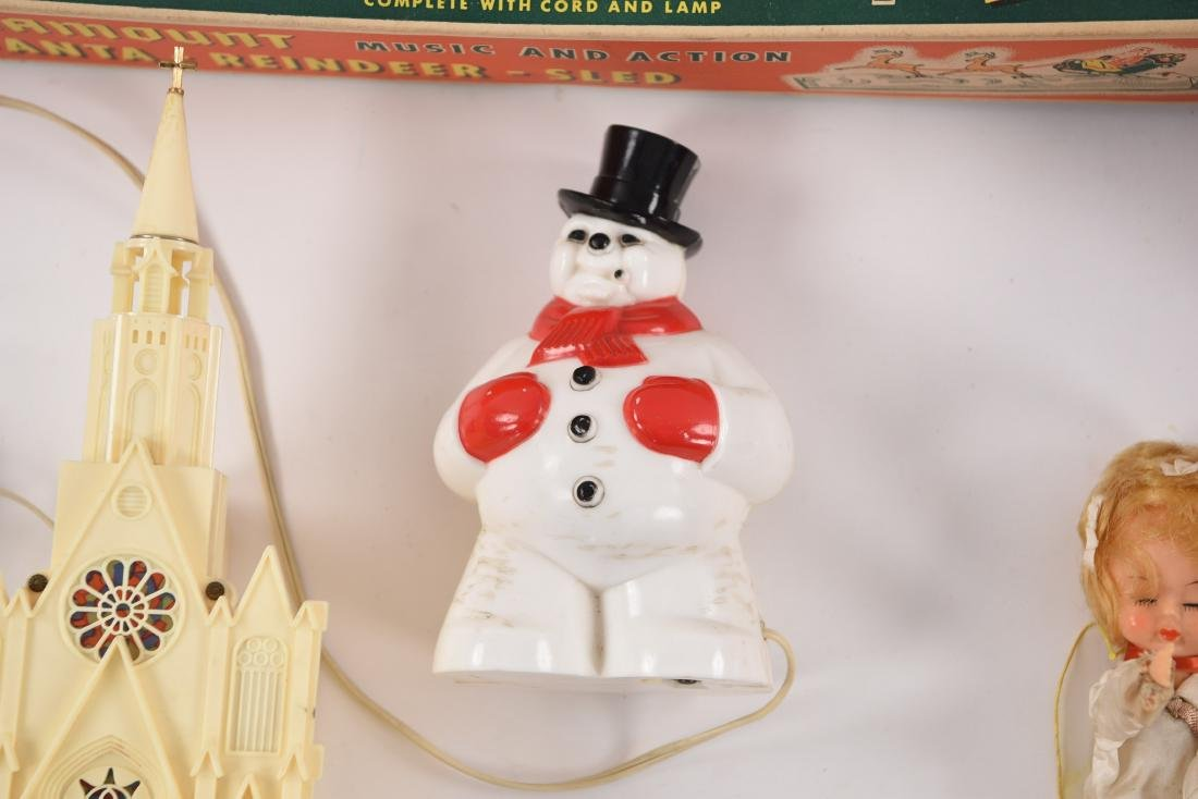 GROUPING OF VINTAGE CHRISTMAS DECORATIONS - 6