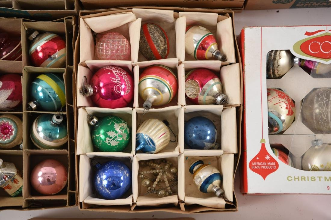 GROUPING OF VINTAGE CHRISTMAS ORNAMENTS - 6
