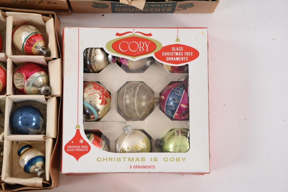 GROUPING OF VINTAGE CHRISTMAS ORNAMENTS - 7