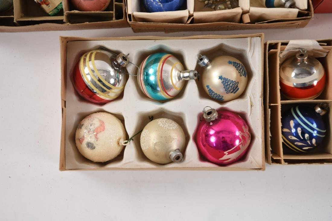 GROUPING OF VINTAGE CHRISTMAS ORNAMENTS - 8