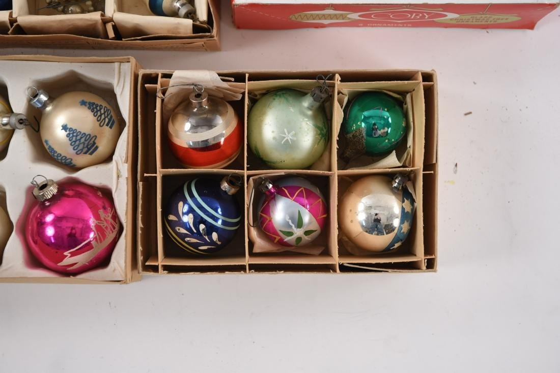 GROUPING OF VINTAGE CHRISTMAS ORNAMENTS - 9