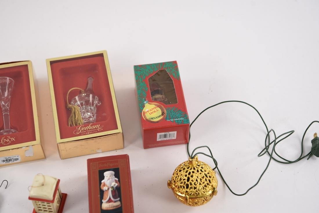 GROUPING OF CHRISTMAS ORNAMENTS INCL VINTAGE - 10
