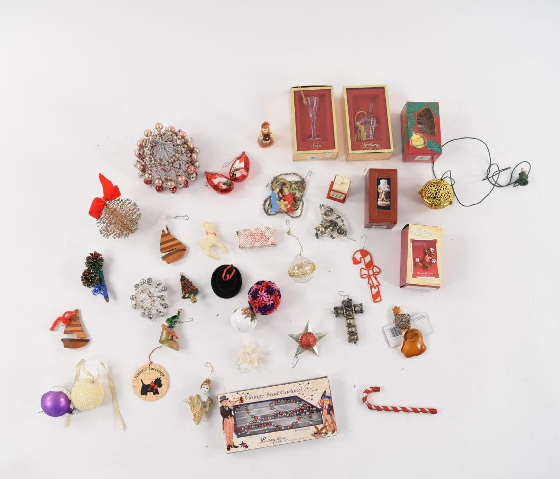 GROUPING OF CHRISTMAS ORNAMENTS INCL VINTAGE