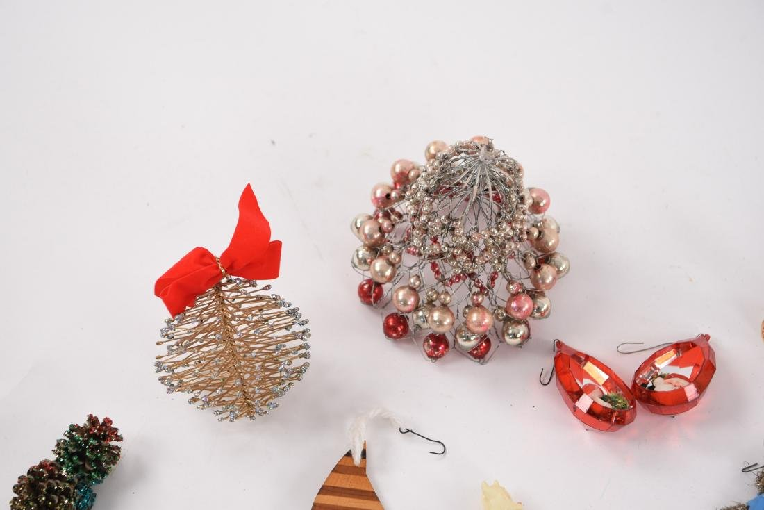 GROUPING OF CHRISTMAS ORNAMENTS INCL VINTAGE - 2