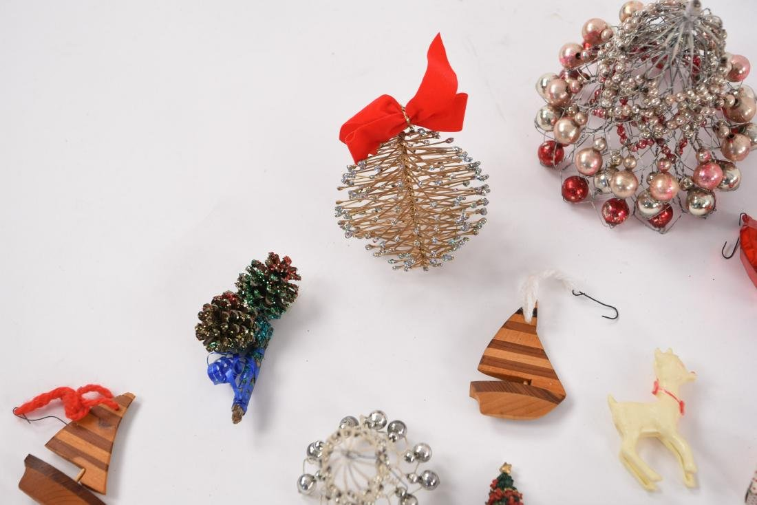GROUPING OF CHRISTMAS ORNAMENTS INCL VINTAGE - 3
