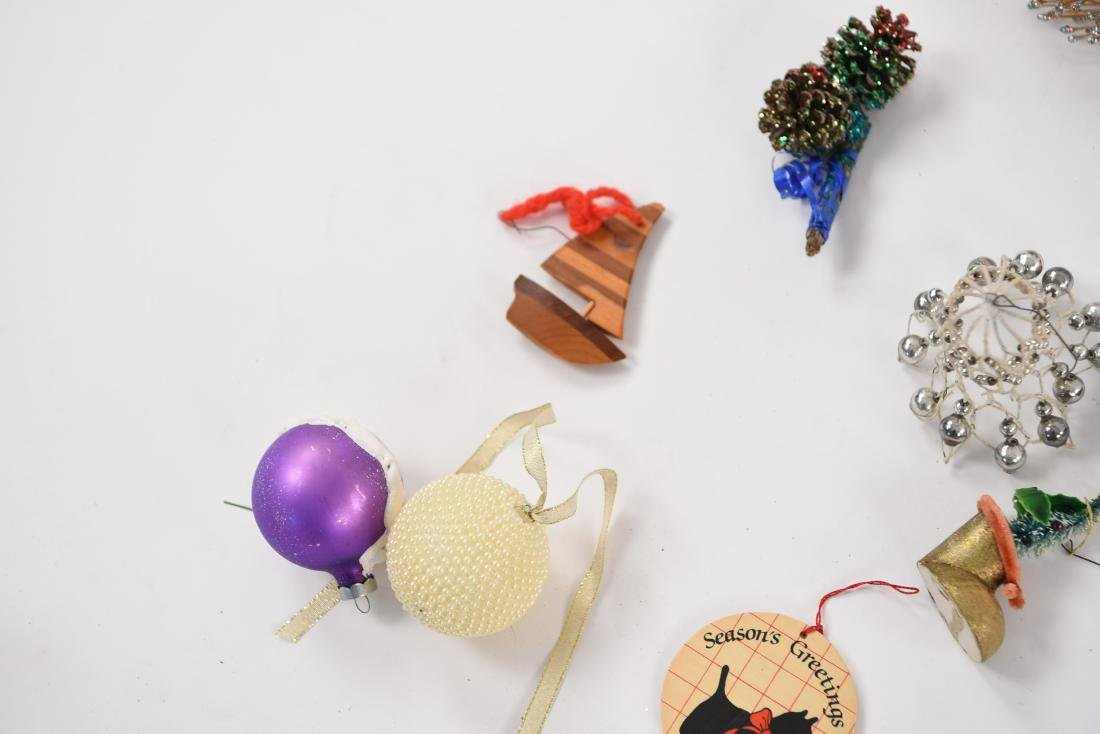 GROUPING OF CHRISTMAS ORNAMENTS INCL VINTAGE - 4