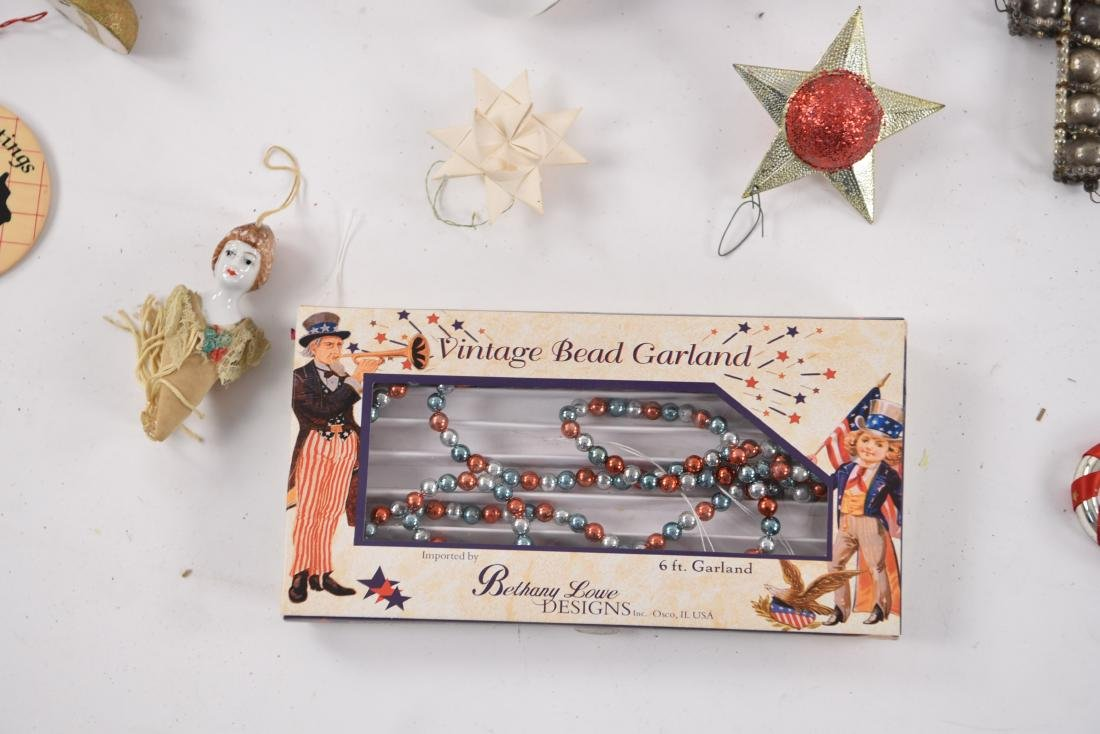 GROUPING OF CHRISTMAS ORNAMENTS INCL VINTAGE - 6